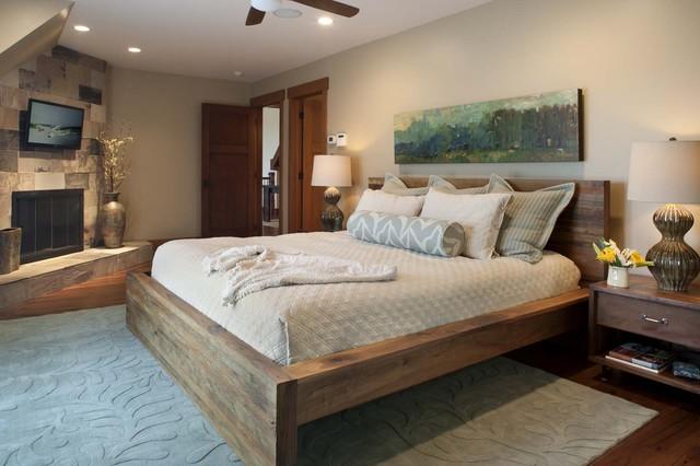 Деревянная кровать в интерьре