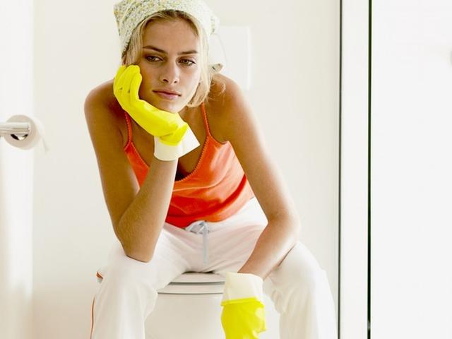 Как убрать засор в ванной
